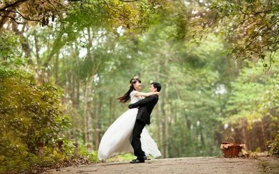 Do a romantic wedding dance